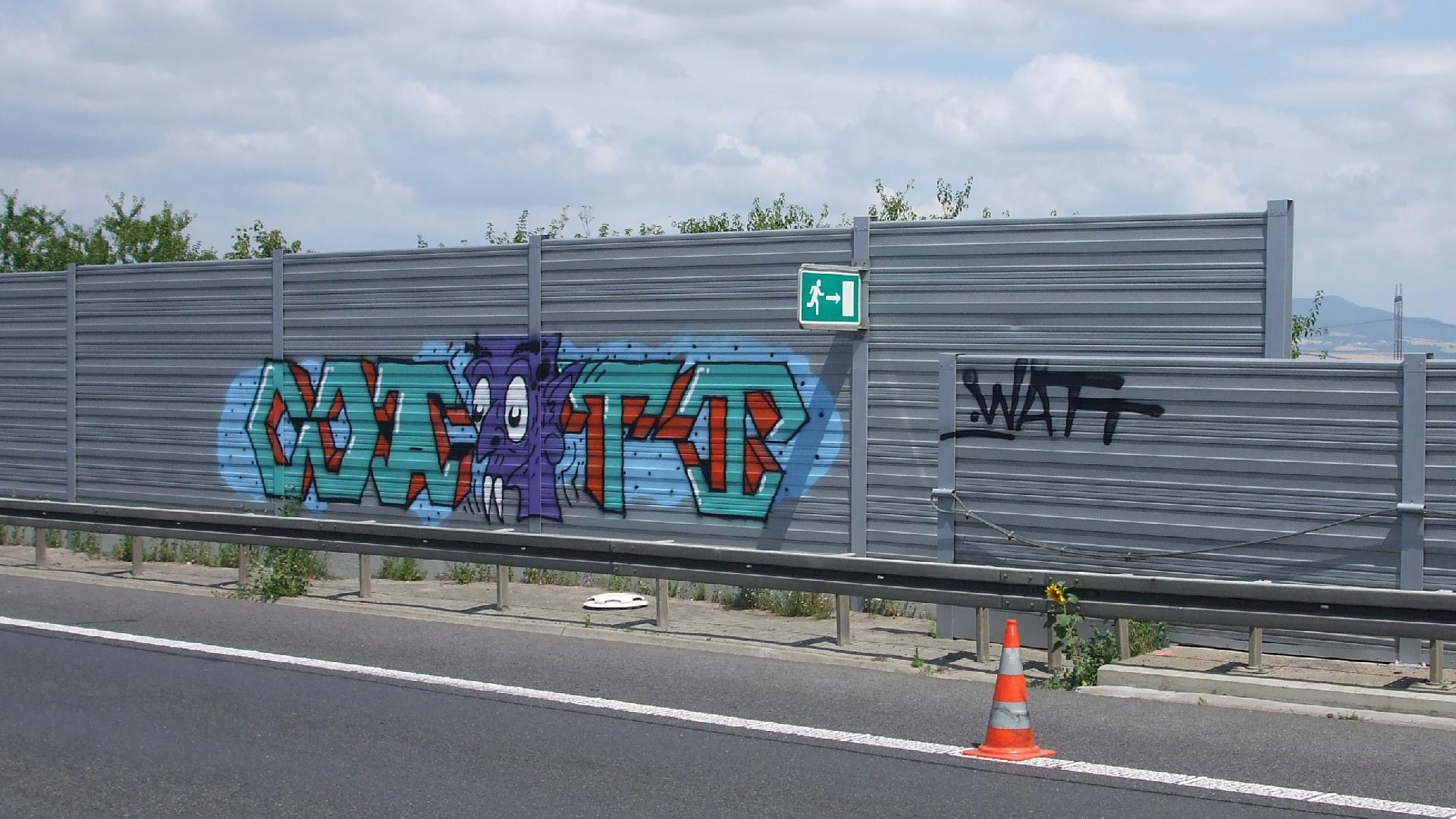 Mytí graffiti, dálnice, protihluková stěna